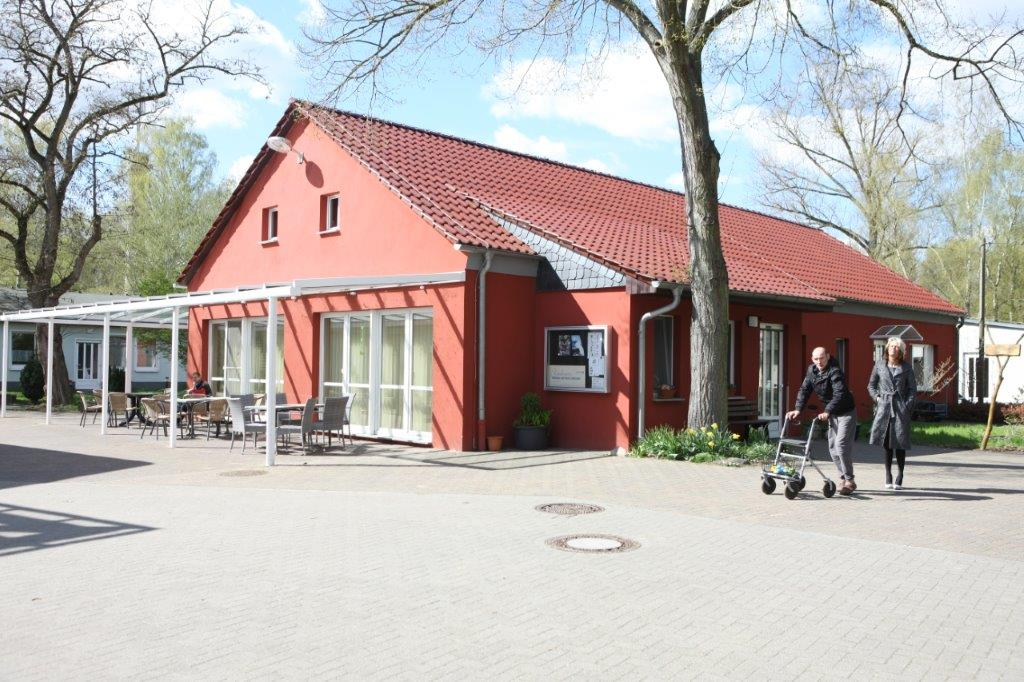 Rotes Haus Tagesstruktur auf dem Lindenhof