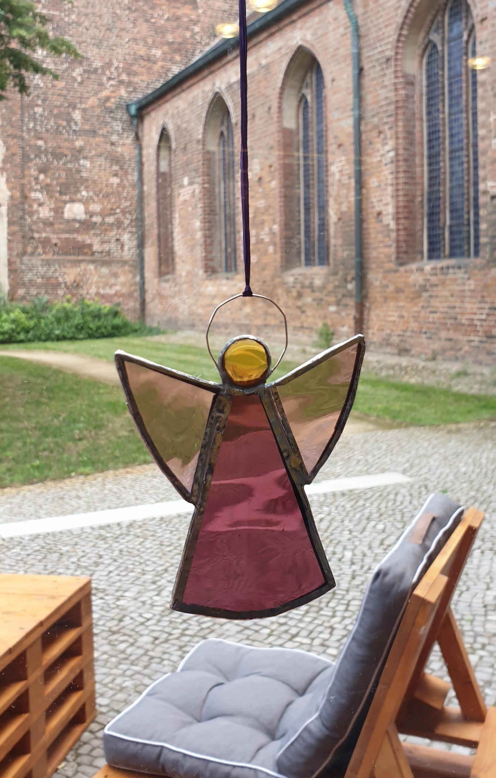 Glasengel im Fenster