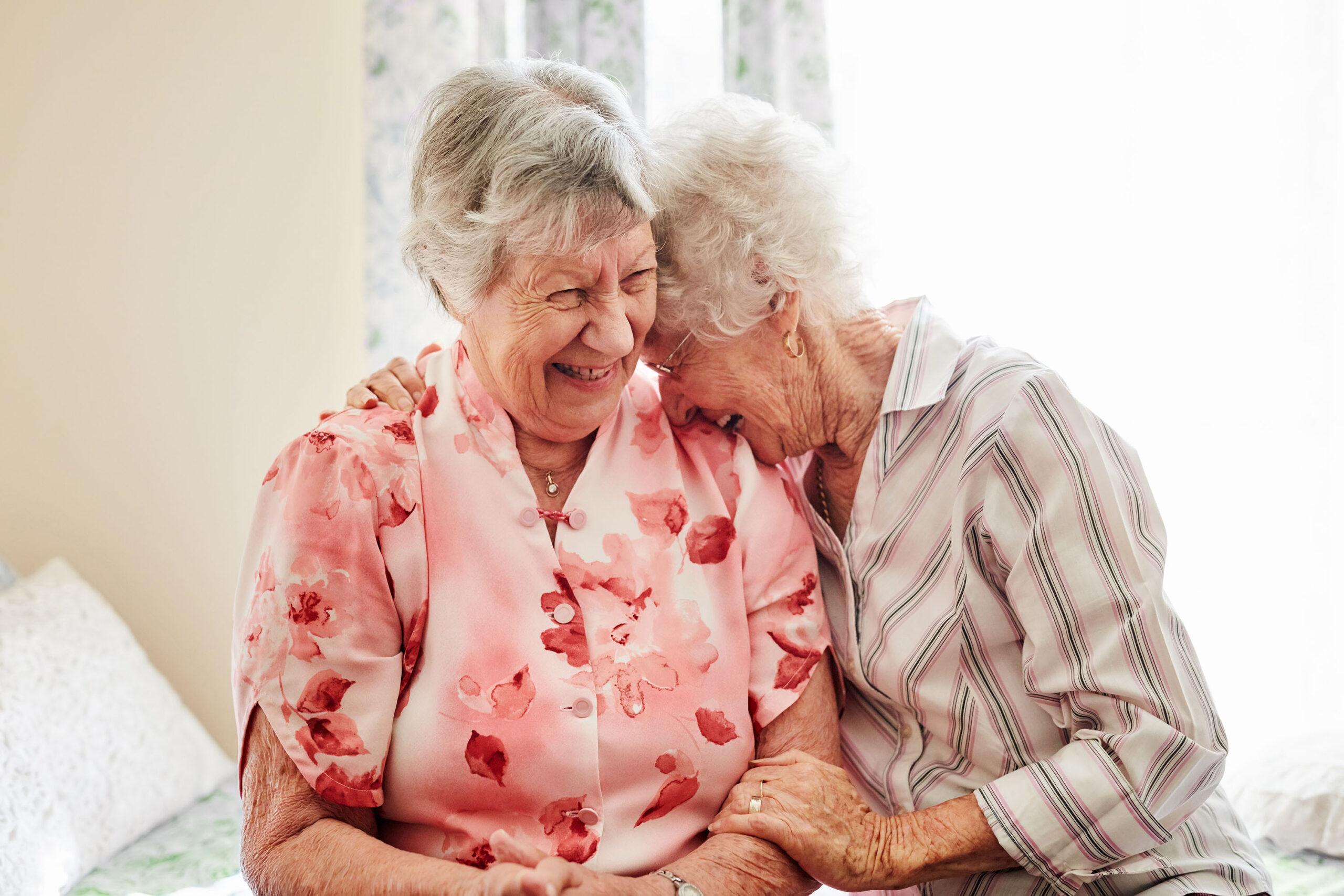Ältere Damen glücklich