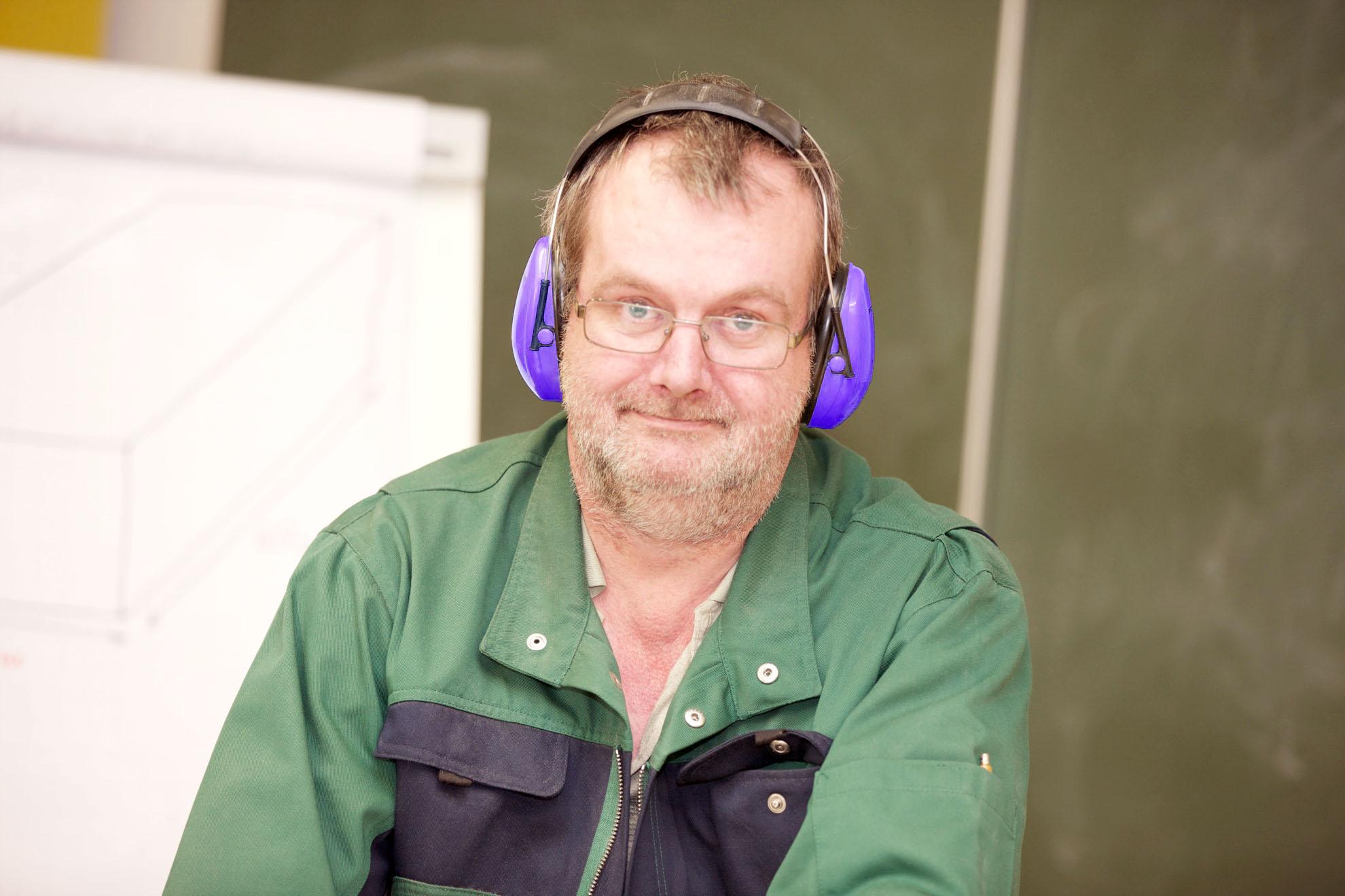 Mann in Arbeitskleidung