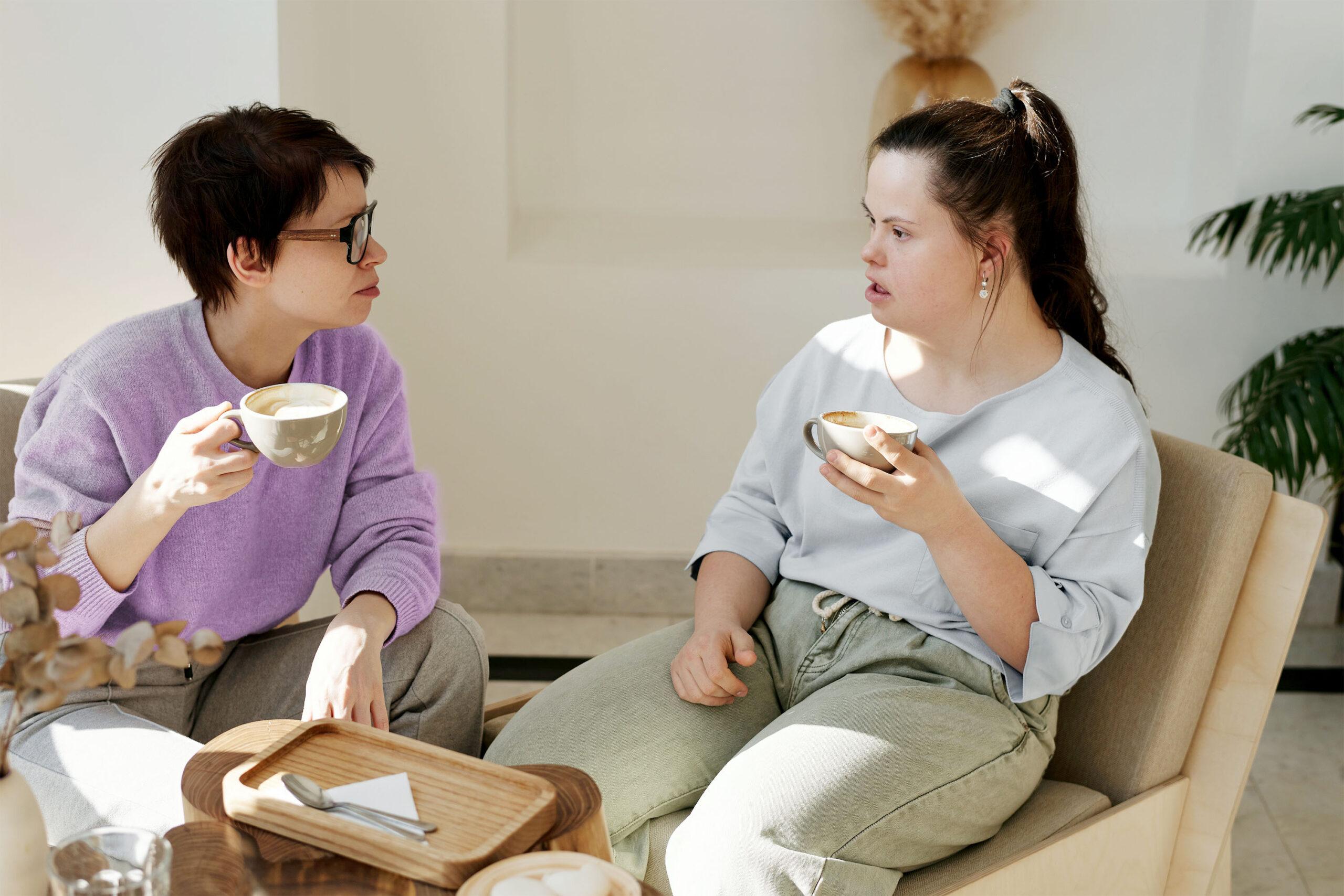 Freunde sitzen in einem Café