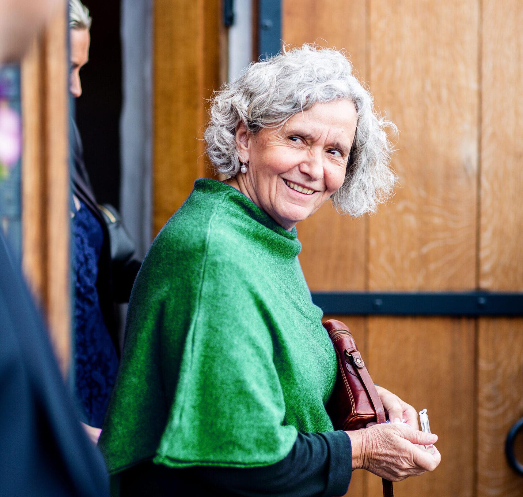 Lächelnde ältere Dame