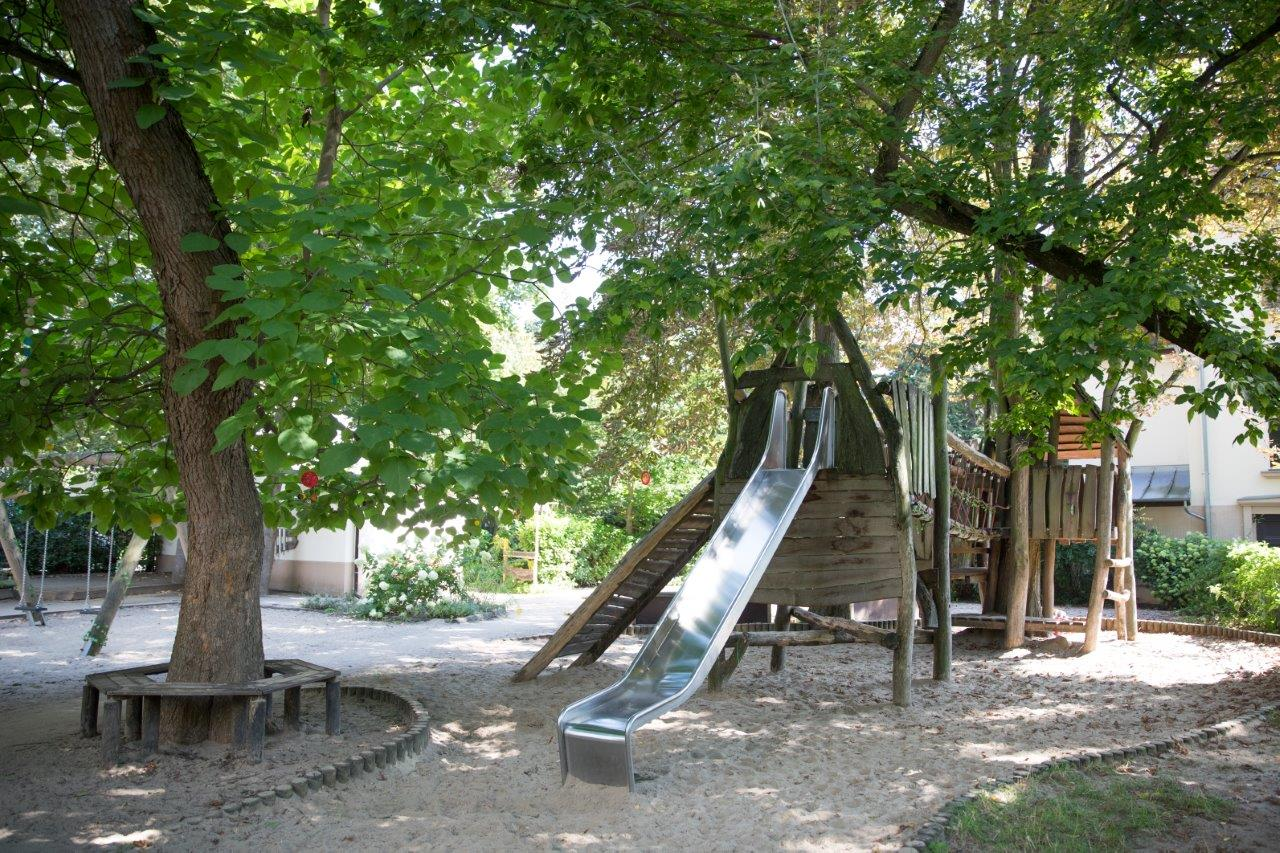 Spielplatz mit Rutsche Haus Sonnenwinkel
